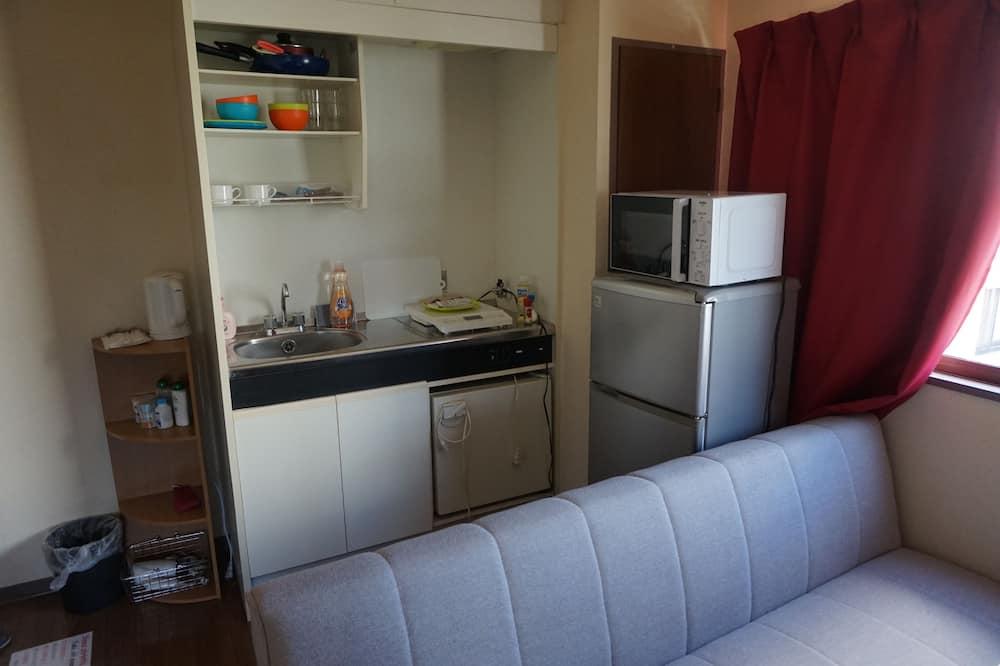 Apartment, 1 Bedroom (402) - Living Room