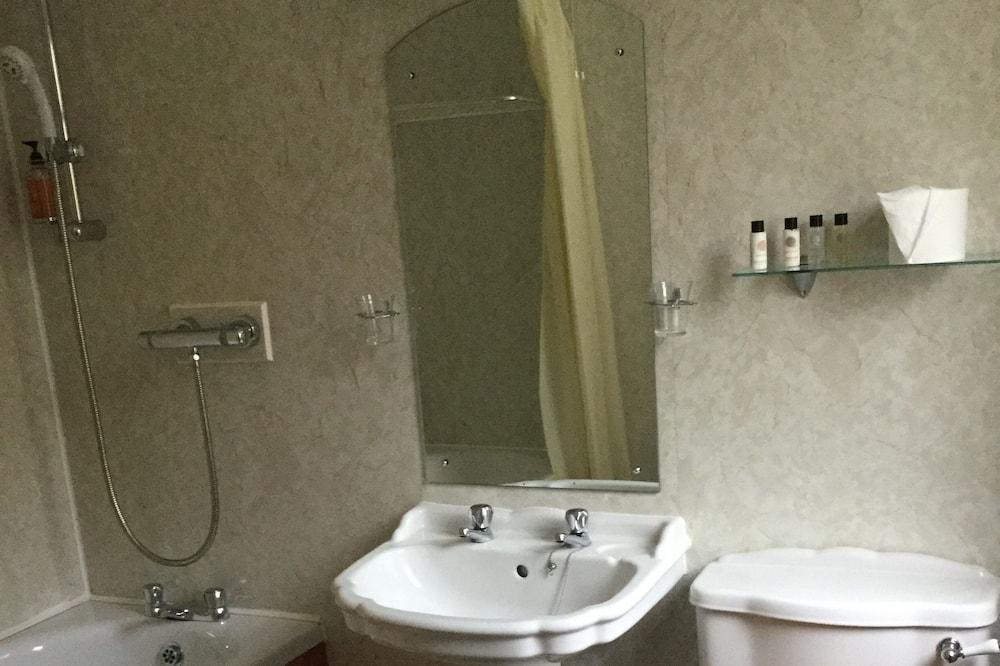 Standardværelse med 2 enkeltsenge - badekar - Badeværelse