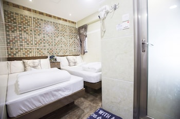 Picture of Happy Peach Guest House in Kowloon