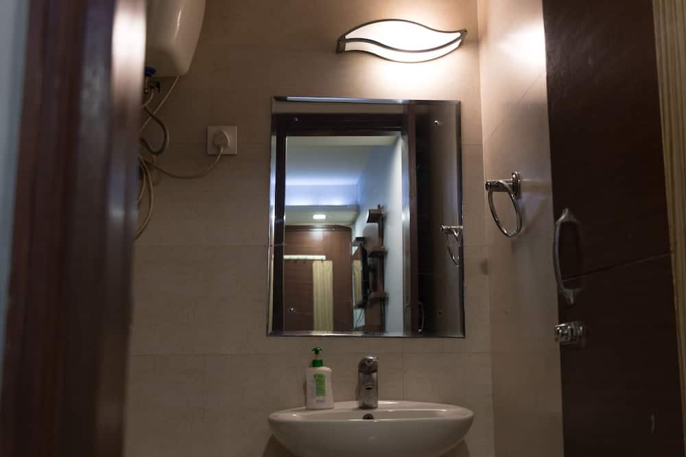 Familie-dobbeltværelse - flere senge - handicapvenligt - Badeværelse