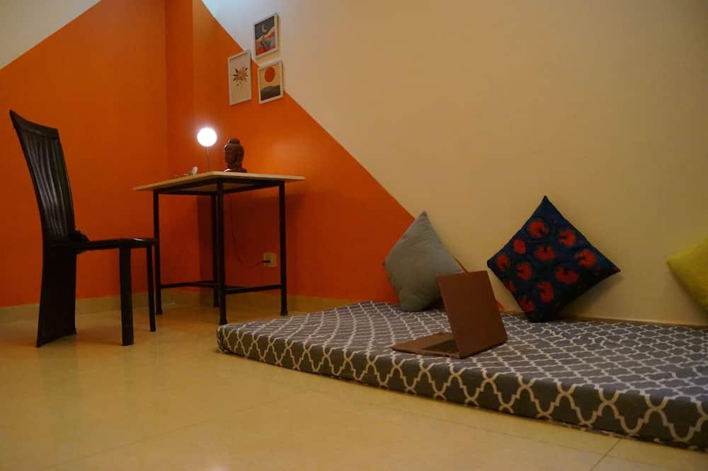 Familie-dobbeltværelse - flere senge - handicapvenligt - Opholdsområde