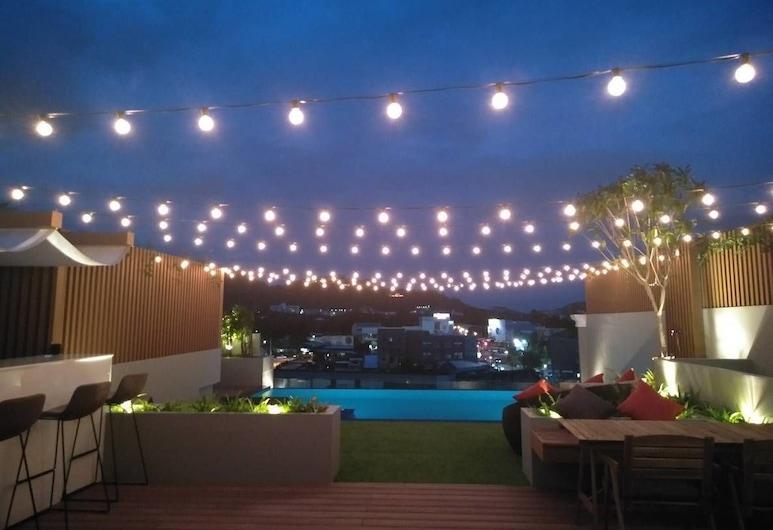 The Royal P Boutique Hotel, Phuket, Pool auf dem Dach