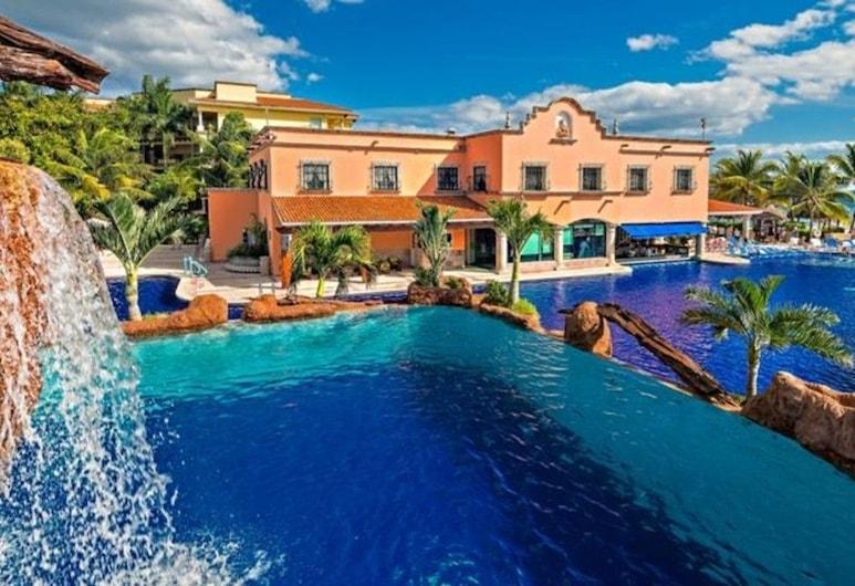 W-El Cid Marina 3 Bedroom by RedAwning, Mazatlan, Outdoor Pool