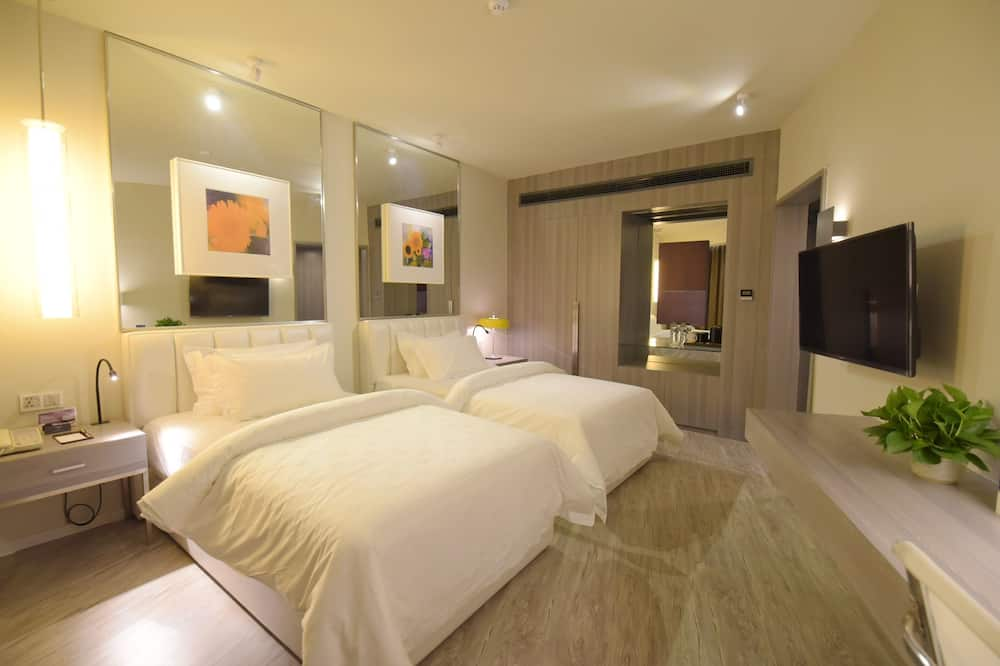 Twin Room (Super Sassy) - Living Room
