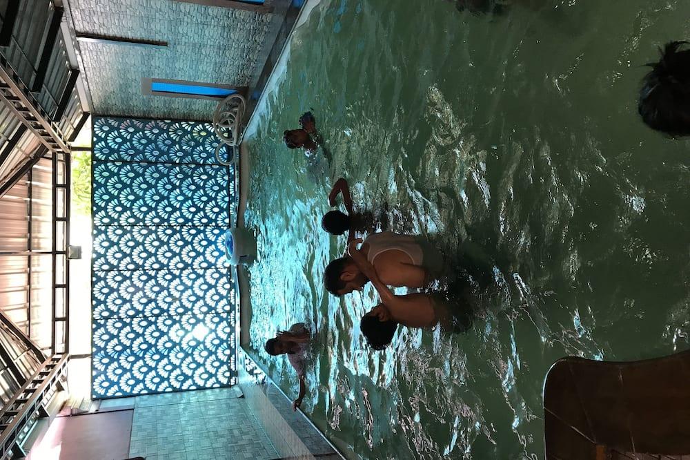 Закрытый/ открытый бассейн