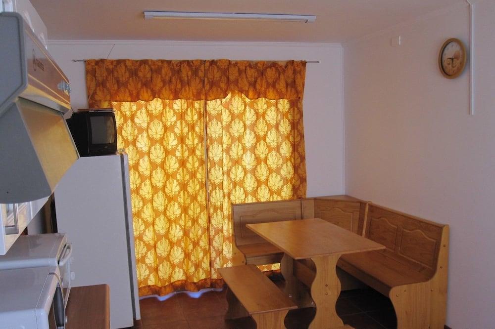 บ้านพักสแตนดาร์ด, 4 ห้องนอน, ห้องน้ำส่วนตัว - บริการอาหารในห้องพัก
