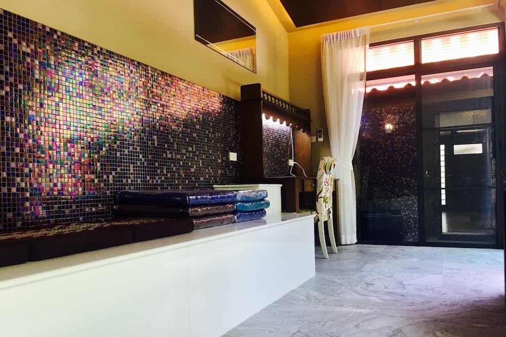 2 Bedrooms Villa - Living Room