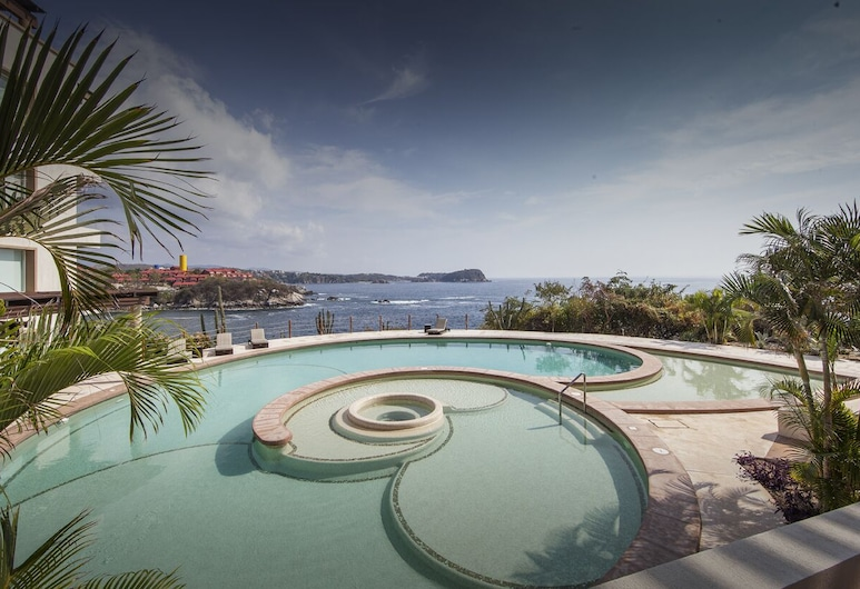 Oceanfront Oasis Close to Beach w/ Two Onsite Pools Punta Arrocito, Santa María Huatulco, Pool