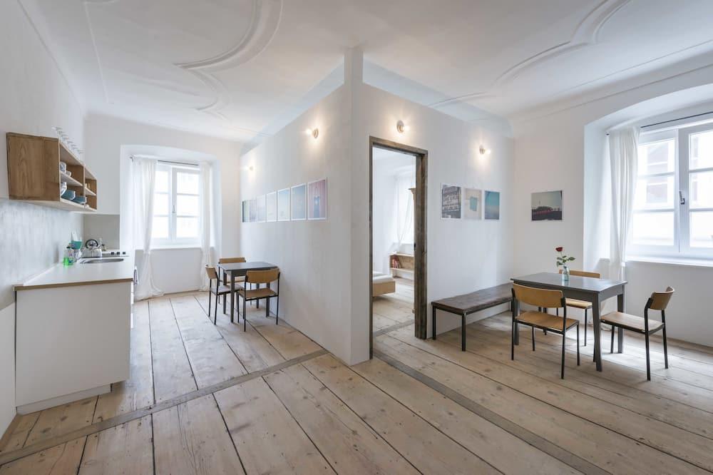 Design Studio, 2 Bedrooms, Kitchen - In-Room Dining