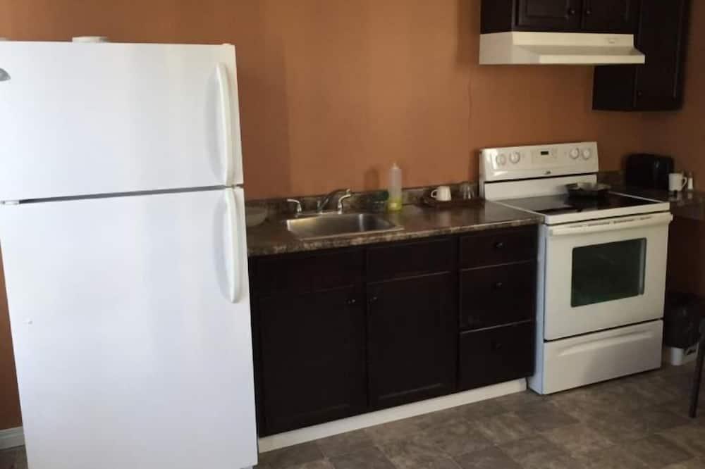 Junior Suite, 1 Queen Bed, Kitchen - Guest Room