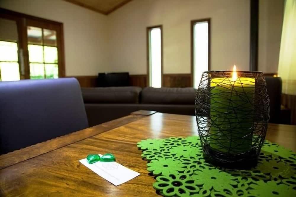 كوخ رومانسي - غرفة نوم واحدة - غرفة معيشة