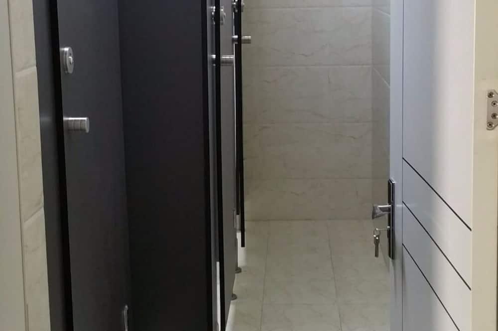 男生六人間 - 浴室