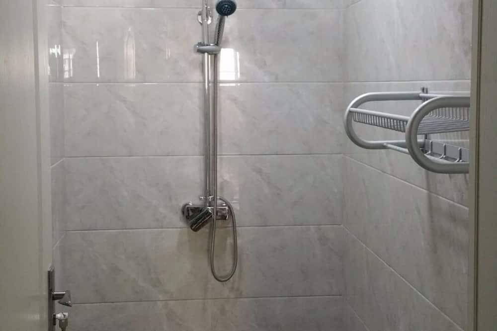 男生六人間 - 浴室洗手台