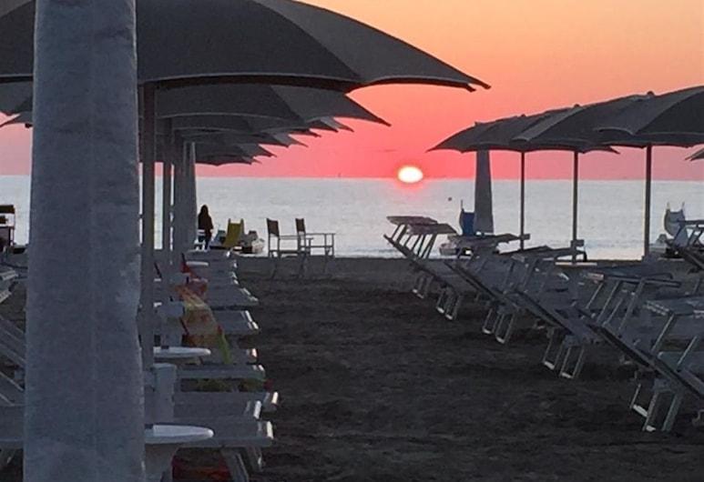 Hotel Roma Residenza, Cervia, Beach