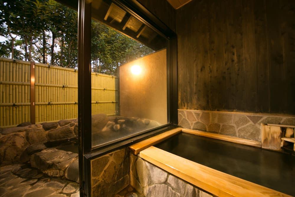Casa tradicional, baño privado, en edificio anexo (Japanese Style, Open-air Bath) - Baño