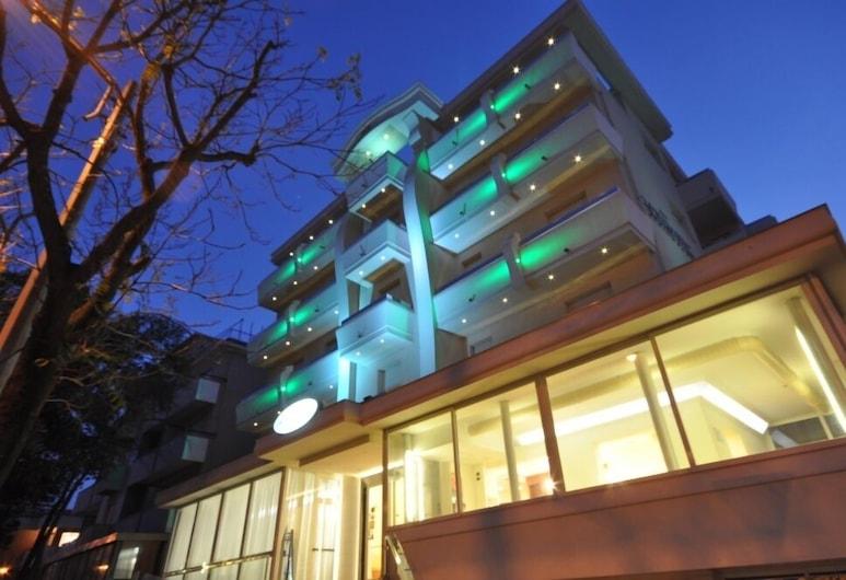 Hotel Adriatic & Beauty, Rimini, Fachada do Hotel - Tarde/Noite