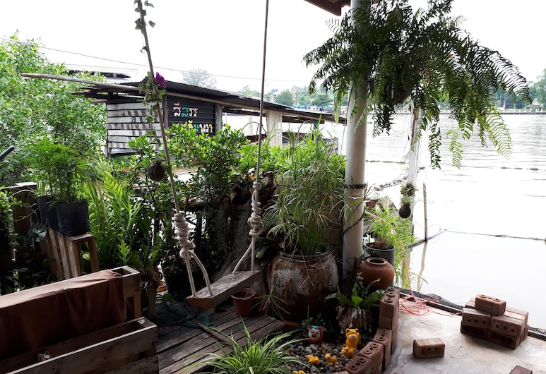 Se Sun Amphawa, Amphawa, Terasa/trijem