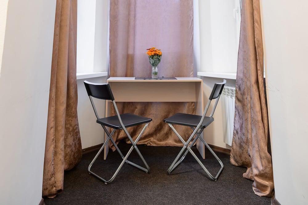 Standard kahetuba - Einetamisala toas