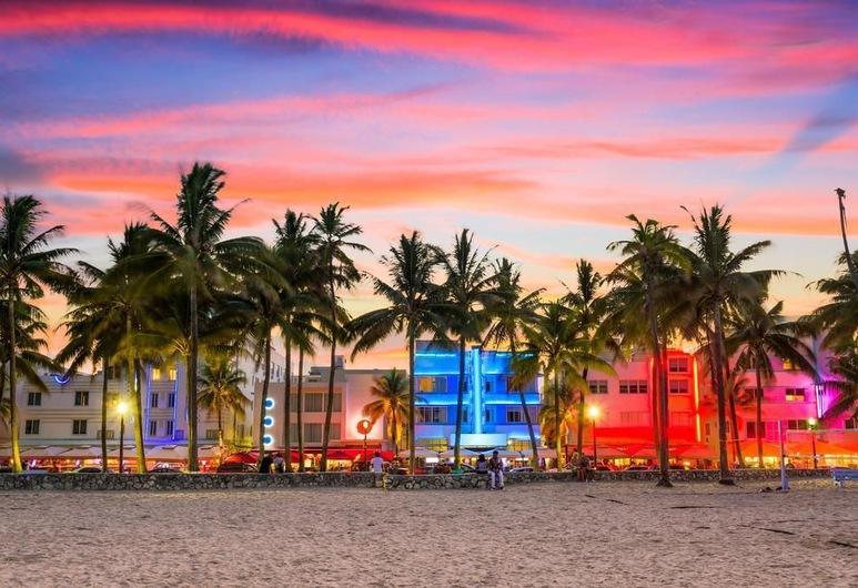 آبارتمنت أون ذا بيتش, ميامي بيتش, الشاطئ