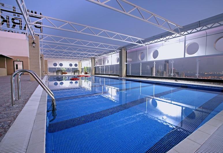 Park Regis Lotus Hotel, Manama, Pool på tagterrassen
