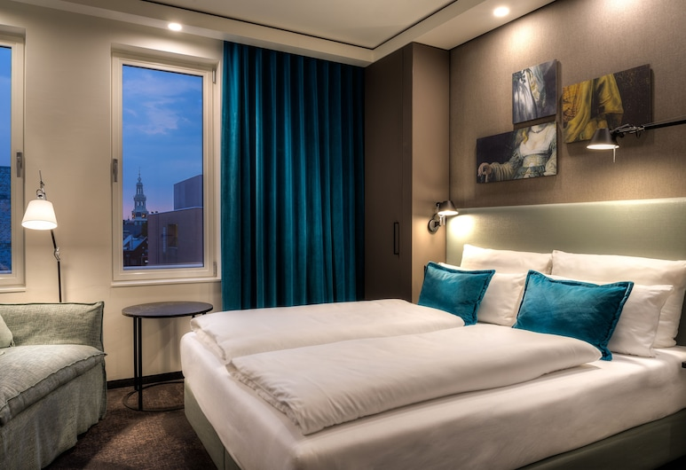 Motel One Amsterdam-Waterlooplein, Amsterdam, Superior room with queen size bed, Soba za goste