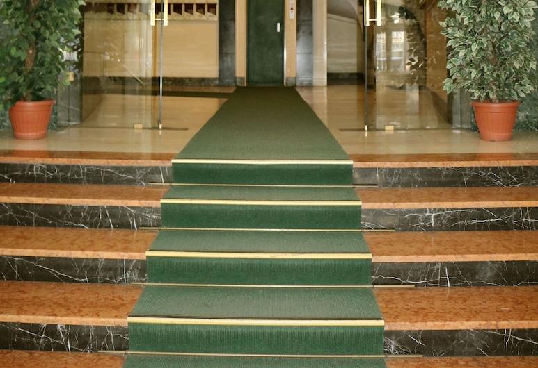 Romadays, Roma, Otel girişi