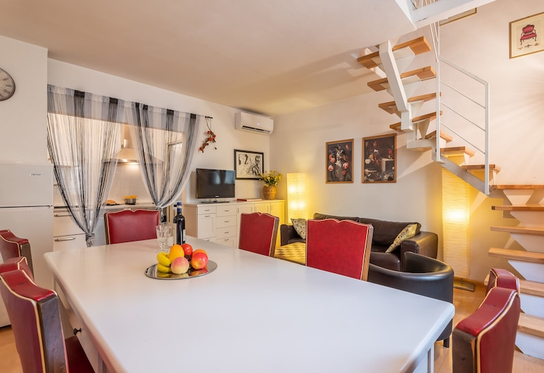 Modern Murate View, Florence, Apartment, 2 Bedrooms, Living Room