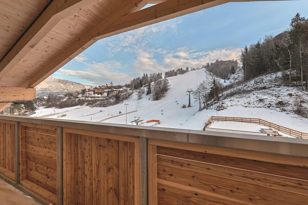 Panoraamahuoneisto, 3 makuuhuonetta, 2 kylpyhuonetta, Vuorinäköala - Näköala parvekkeelta
