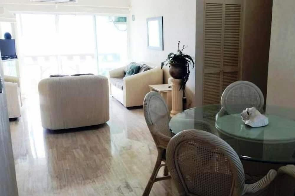 Family Condo, 3 Bedrooms, Beach View, Beachfront - In-Room Dining
