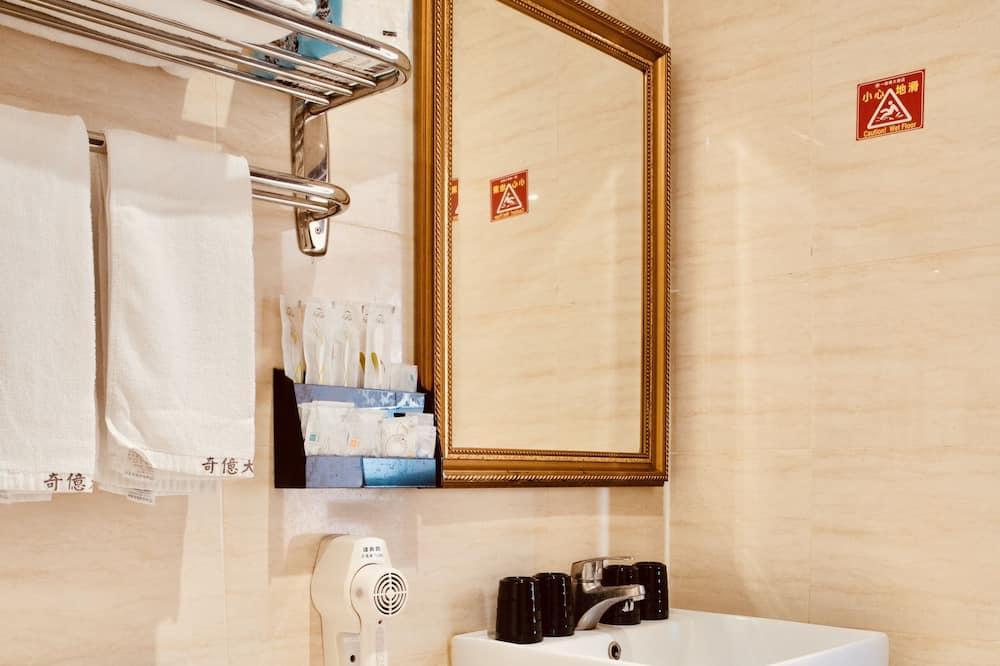 精緻四人房, 2 張加大雙人床, 高層 - 浴室