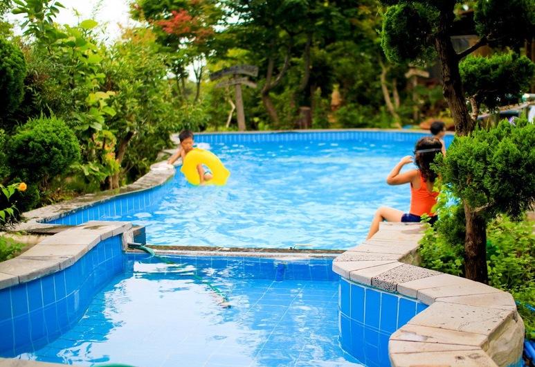 بيوتيفول هاوس, سيوجويبو, حمّام سباحة خارجي