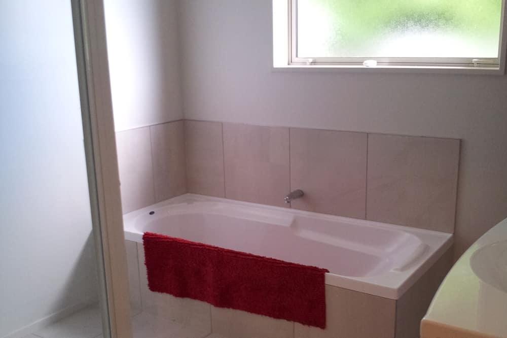 Rumah, 4 kamar tidur - Kamar mandi