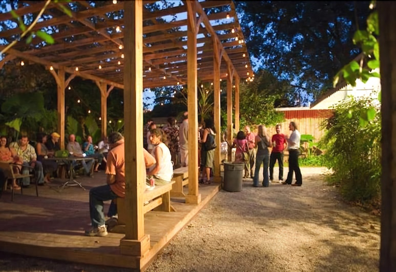 Blue Moon Guest House and Saloon, Lafayette, Ulkoalueet