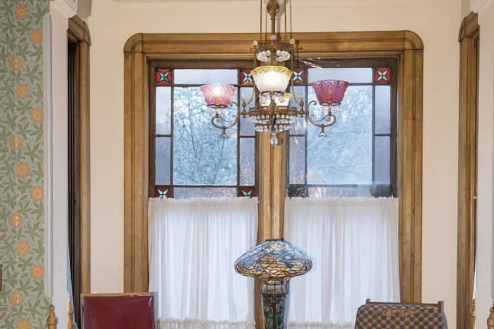 Chambre Deluxe, 1 grand lit, non-fumeurs, salle de bains privée - Coin séjour
