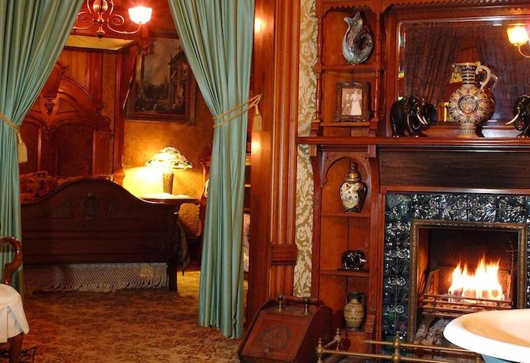 The Richards House Bed & Breakfast, Dubuque, סוויטה, מיטת קווין, ללא עישון, חדר רחצה פרטי (Library), אזור מגורים