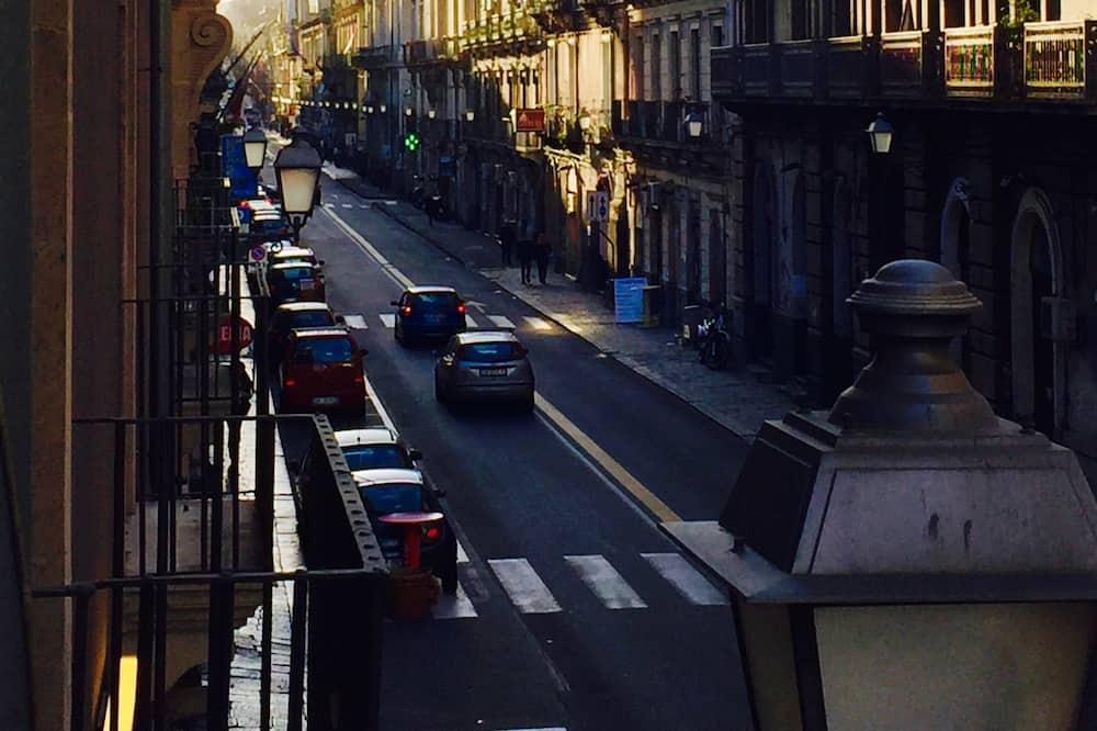 Dreibettzimmer, Stadtblick (Persefone) - Blick auf die Straße