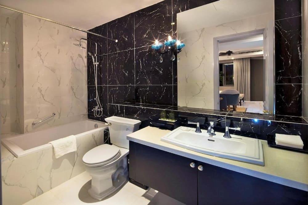 Executive Suite (Free Daily Minibar) - Bilik mandi