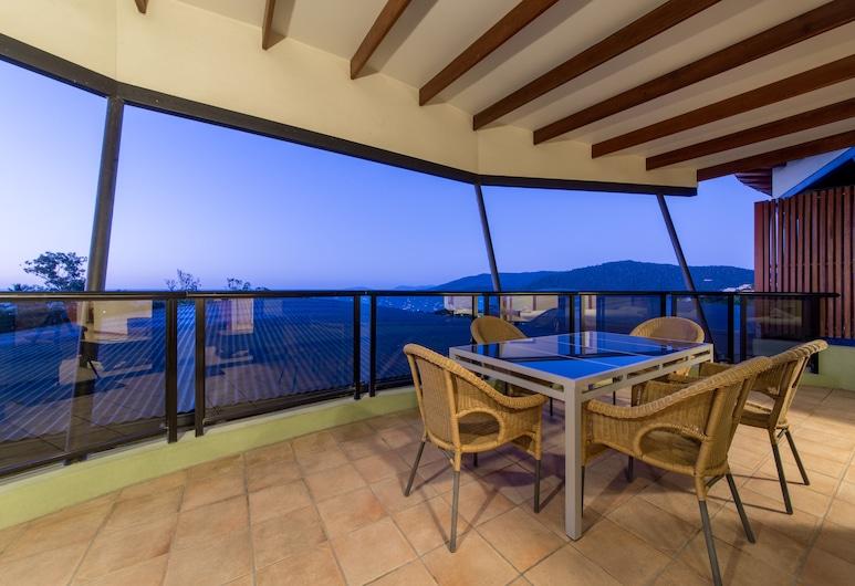 Paradise Penthouse at Waves, Airlie Beach, Varanda