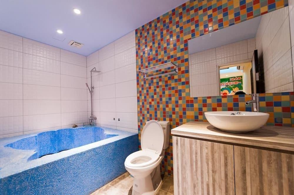 חדר סטנדרט לשלושה, אמבטיה - חדר רחצה