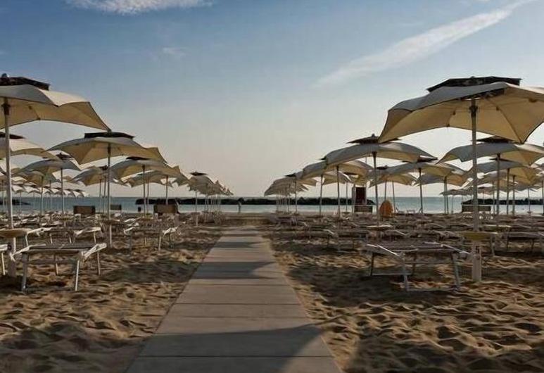 Hotel Plaza, Pesaro, Beach