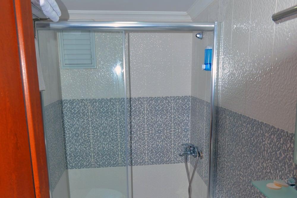 Büyük Yataklı Tek Kişilik Oda - Banyo
