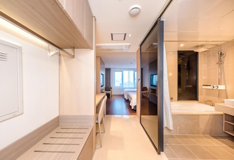 菲斯特 70 號飯店, 西歸浦, 家庭雙床房 (Deluxe), 客房