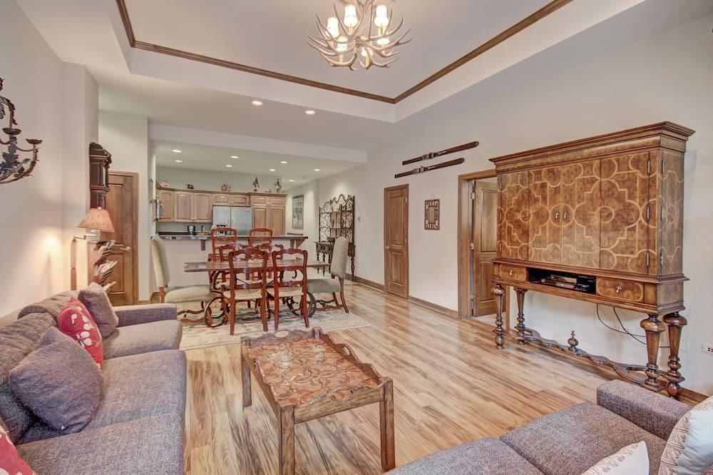 Byt, 5 spální - Obývačka