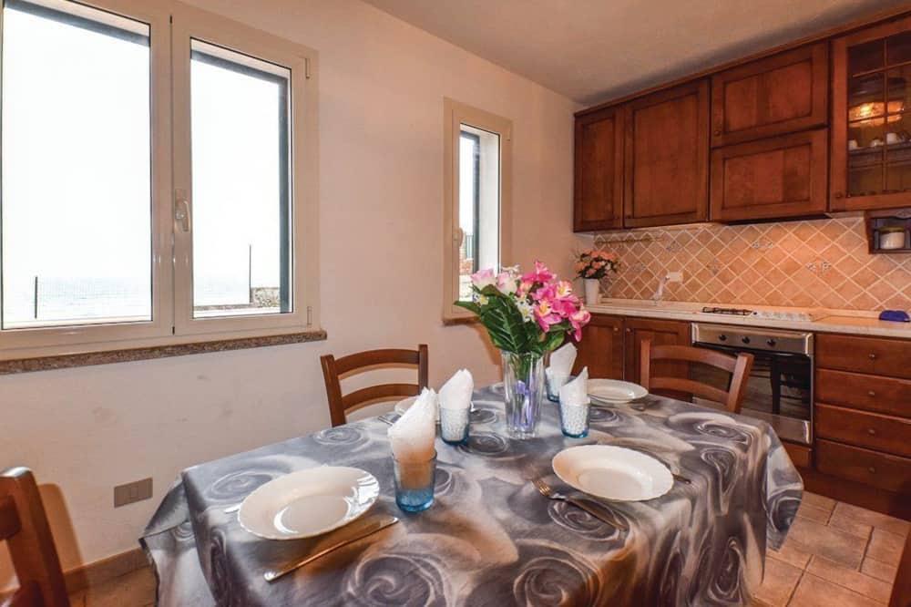 Comfort Apartment, Sea View, Beachfront - Tempat Makan dalam Bilik