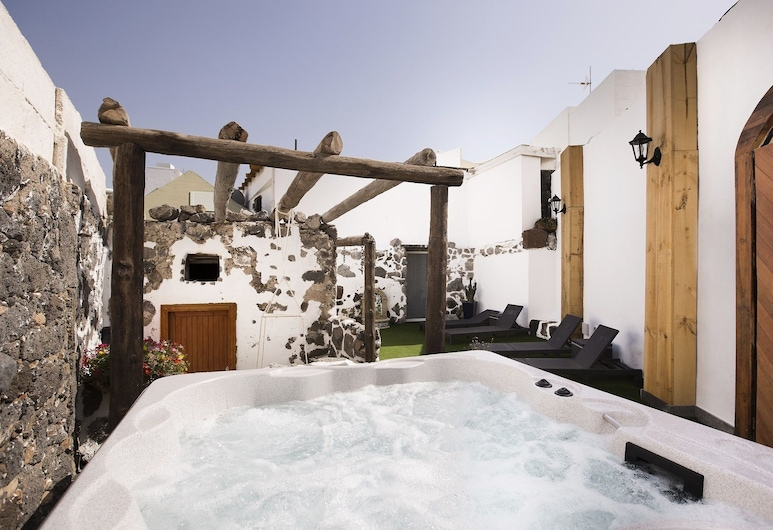 El Charco Suites, Arrecife, Outdoor Spa Tub