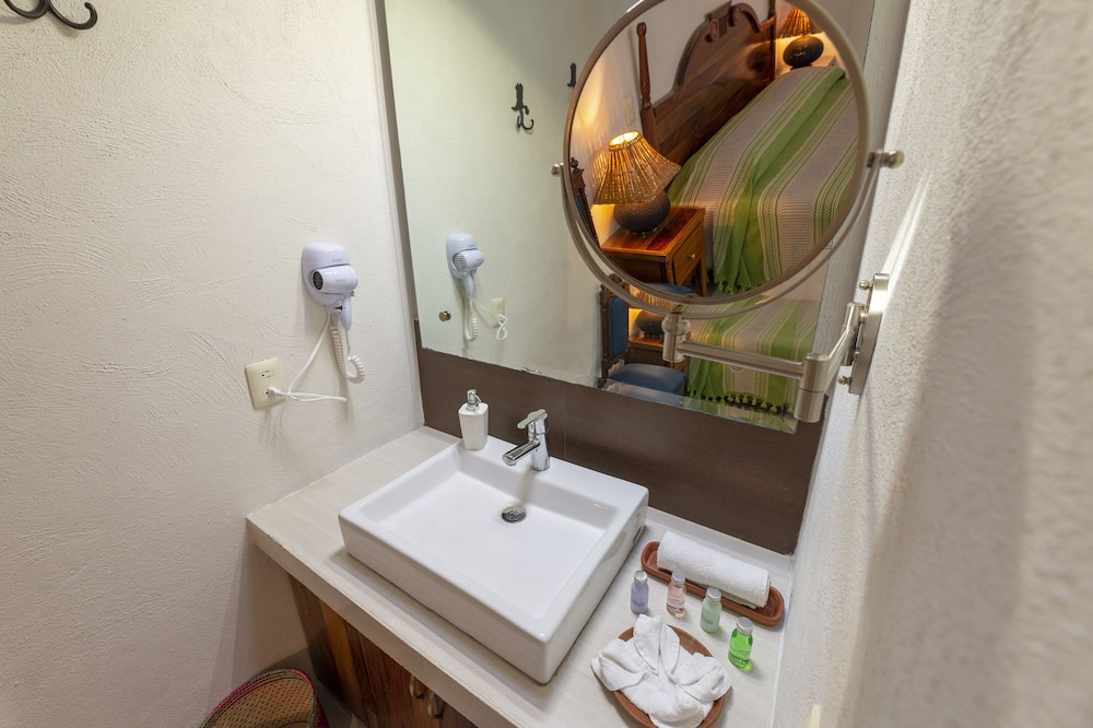 Design Double or Twin Room, 2 Double Beds - Bathroom