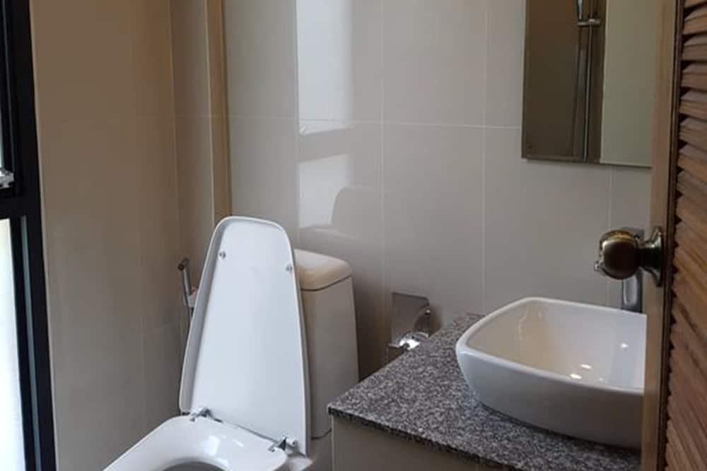 Baan Rim Naam - Bathroom