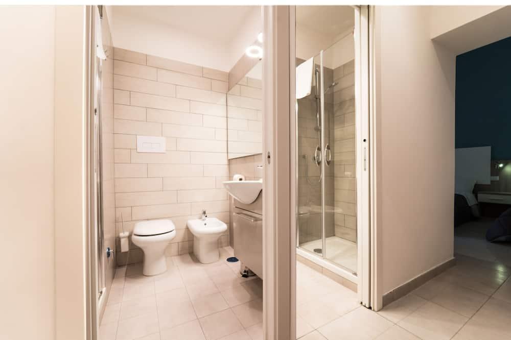 Kamar Double Grand, pemandangan halaman - Kamar mandi