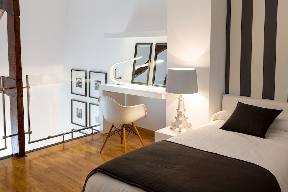 BCN Luxury Apartments, Barcelona, Superior Apartment, 4 Bedrooms, Private  Pool (Balmes