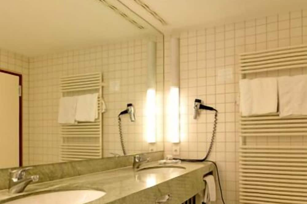 Suite - Bathroom Amenities